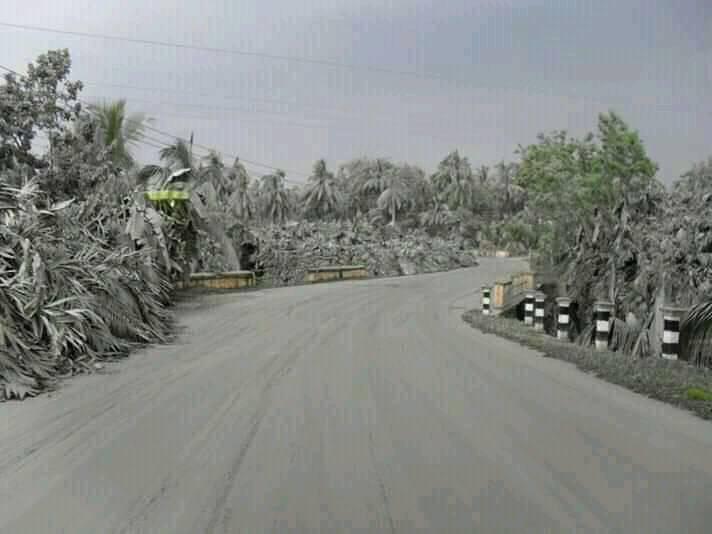 Jalur evakuasi wiayah Srumbung penuh abu dan pasir